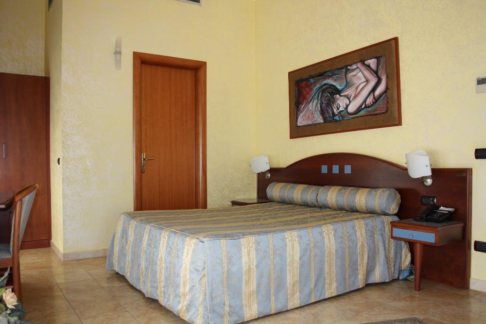 hotel-san-giuseppe-tre-stelle-catanzaro-camera-doppia-matrimoniale-tripla-quadrupla-executive
